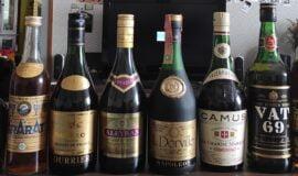 Kolekce cognac lahví
